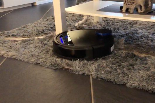 Ecovacs-deebot-930-tappeti-lungo